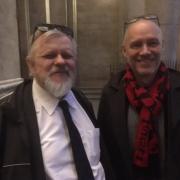 Mecenas, członek Prezydium RWVI Christian Ducor i prof. Michał Piotr Mrozowicki przed Katedrą Świętego Piotra w Genewie