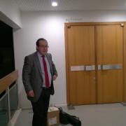 Dr Pascal Bouteldja, Prezes Cercle Richard Wagner-Lyon na chwilę przed wykładem prof. Mrozowickiego