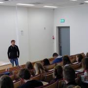 Prof. Ivo Buzek oraz część słuchaczy i słuchaczek